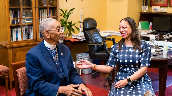 Illinois REALTOR® Nykea Pippion McGriff meets with Rep. Bobby Rush (D-Ill.) on Capitol Hill on Wednesday.