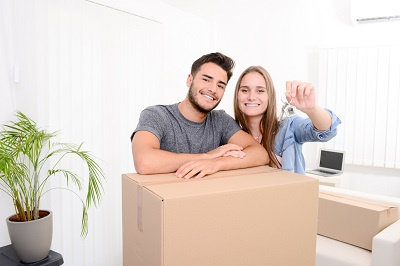 Couple holding keys with a carboard box