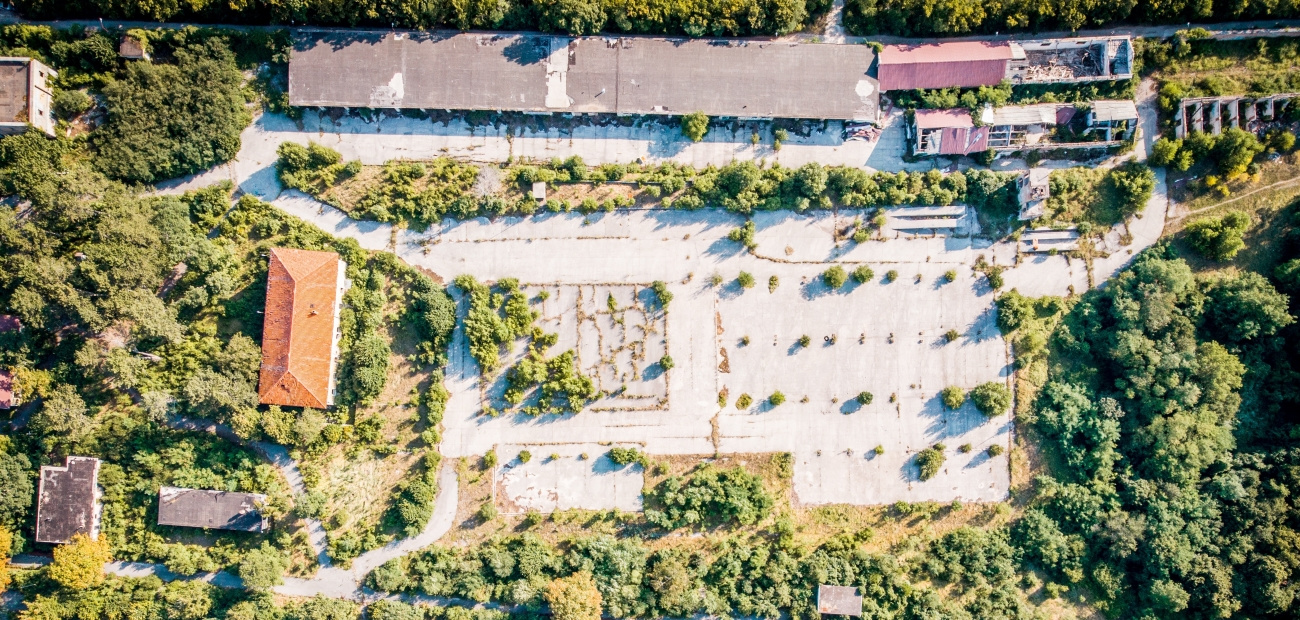 An overhead view of military housing on a base.