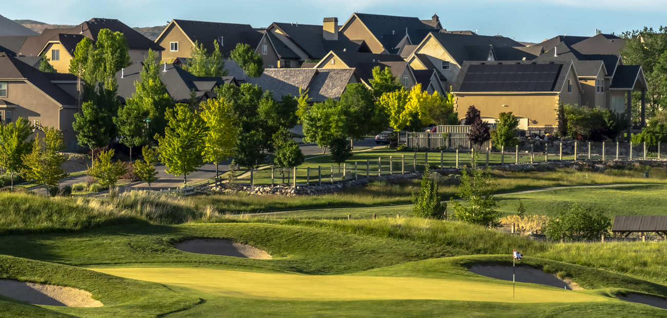 homes next to golf course