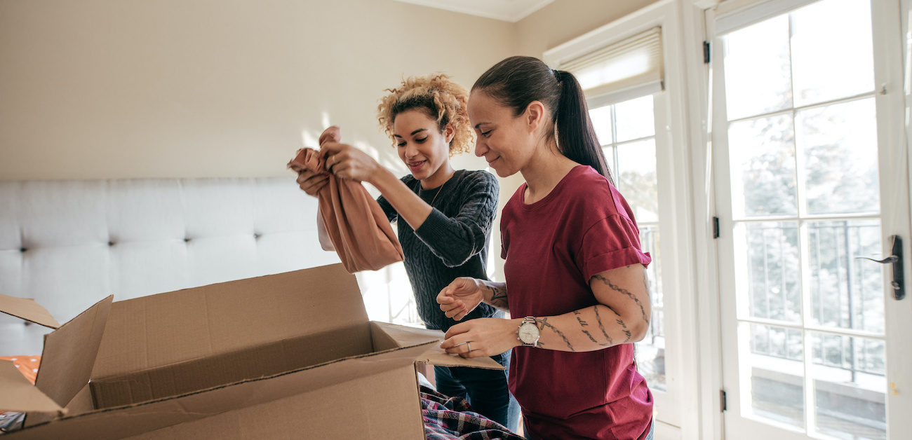 Mother moving daughter into home