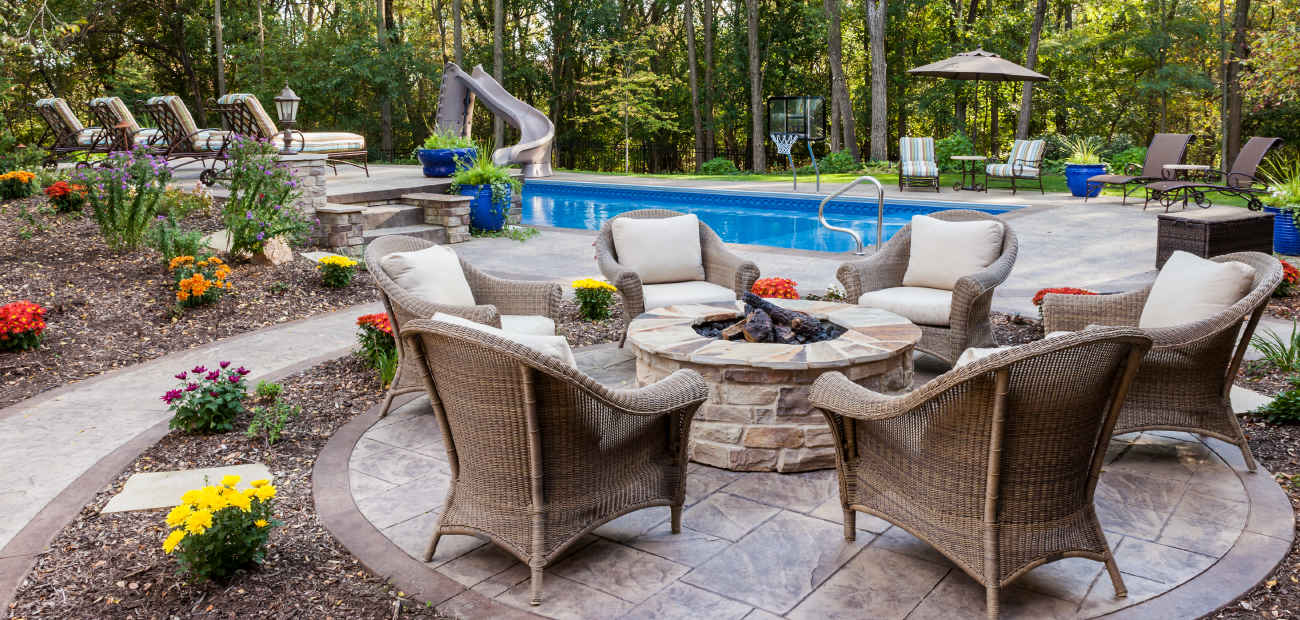 Poolside Table & Chairs