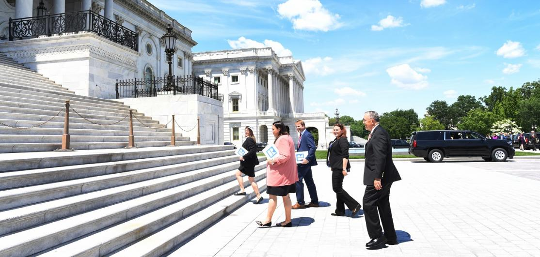 REALTORS® arrive at Capitol Hill
