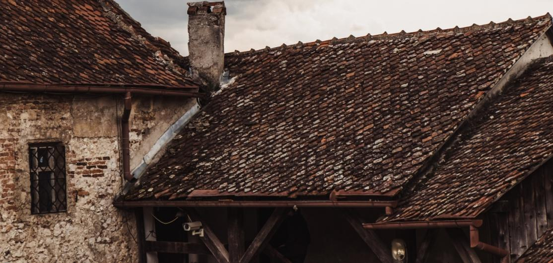 Dilapidated roofs