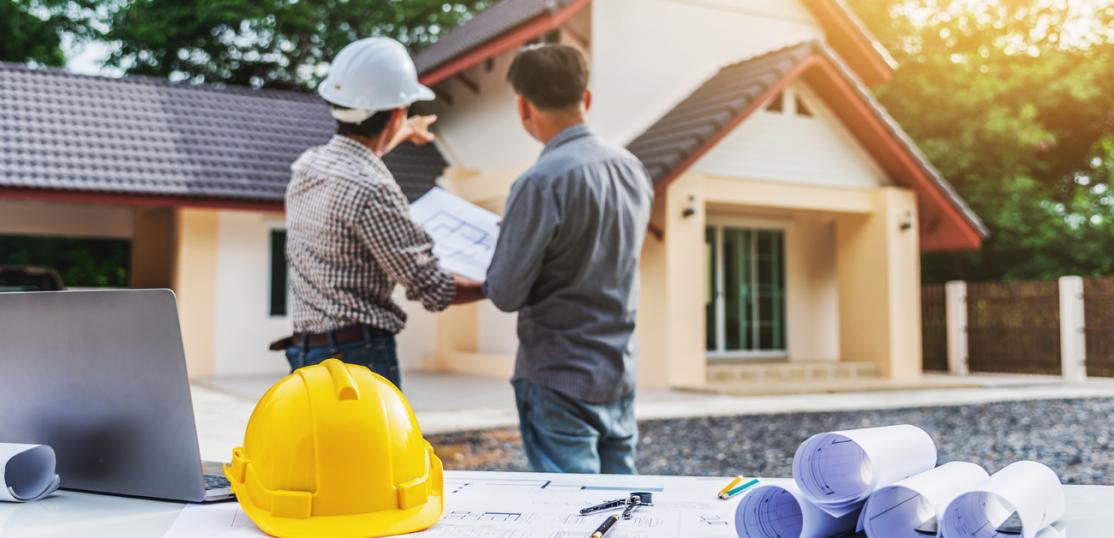builder discusses new home with agent
