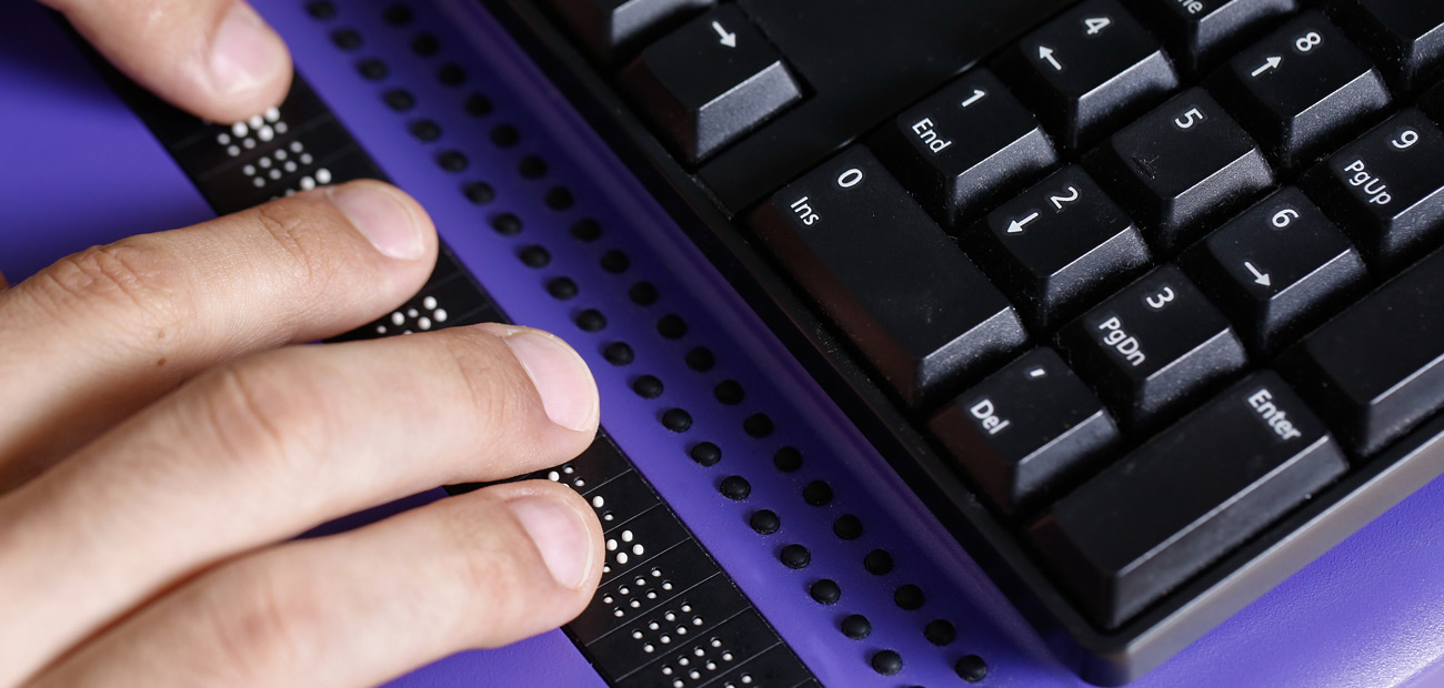 keyboard with braille pad for blind user